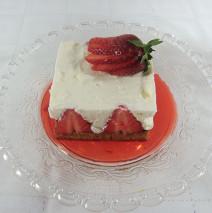 Tortina con fragola e crema soffice alla vaniglia ( Sadler )