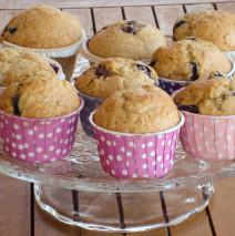 Muffin ai mirtilli e tè ai frutti rossi