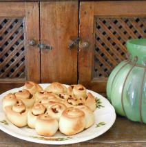 Roselline rustiche con olive pugliesi e pomodori secchi