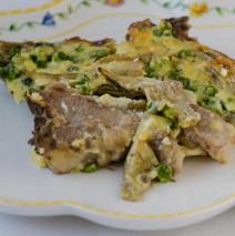 Agnello con carciofi, piselli e uova