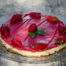 Cheesecake con gelatina di fragola