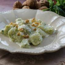 Gnocchi di spinaci con taleggio e noci