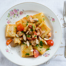 Paccheri con gallinella pomodoro e mandorle ( quando un coltello ti salva la vita )