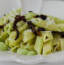 Pasta di primavera con pesto di zucchine e pomodori secchi